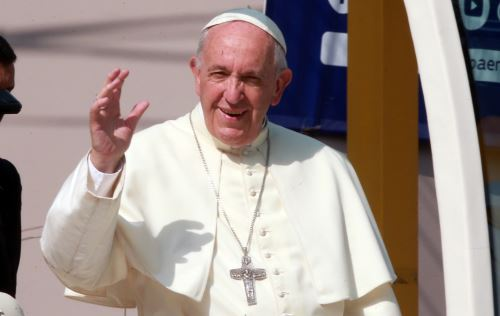 21/01/2018   LIMA PERÚ ENERO 21. Papa Francisco bendice a los fieles, durante su recorrido a la Iglesia las Nazarenas.Foto: ANDINA/Jhony Laurente