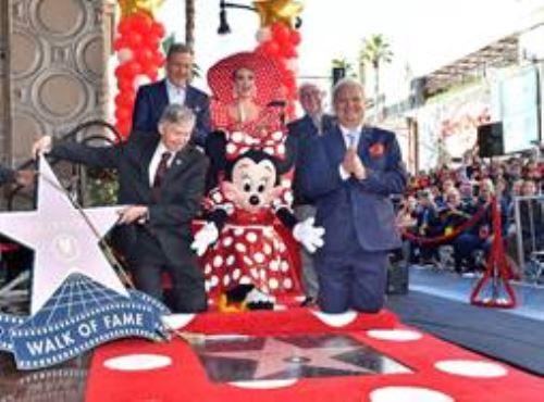 Minnie Mouse recibió al fin su estrella en el Paseo de la Fama en Hollywood. (Cortesìa SAZ Comunicaciones).