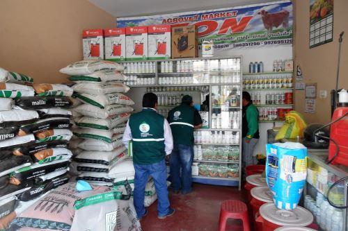 Senasa fiscaliza comercios dedicados a venta de insumos agrícolas en Huancavelica. ANDINA/Pedro Tinoco