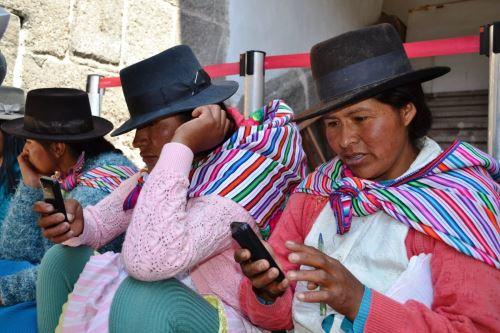Más de 100,000 usuarias de Juntos ya realizan operaciones bancarias desde su celular, destaca el programa. ANDINA/Difusión