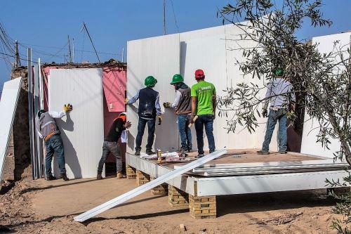 Voluntarios de Sencico instalan módulos de vivienda en zonas afectadas por fuerte sismo en Caravelí. Arequipa.Foto: ANDINA/Difusión