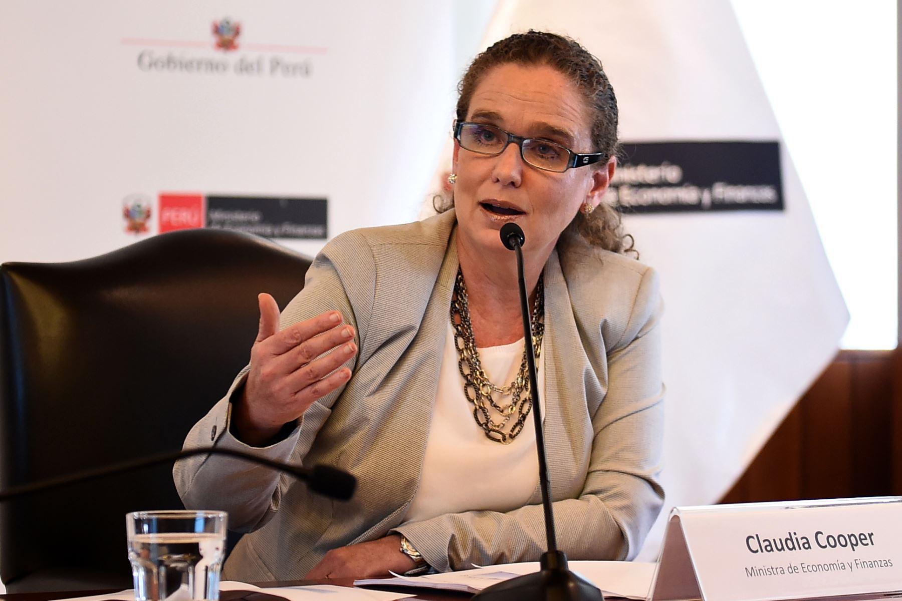Ministra de Economía y Finanzas, Claudia Cooper. ANDINA/Difusión