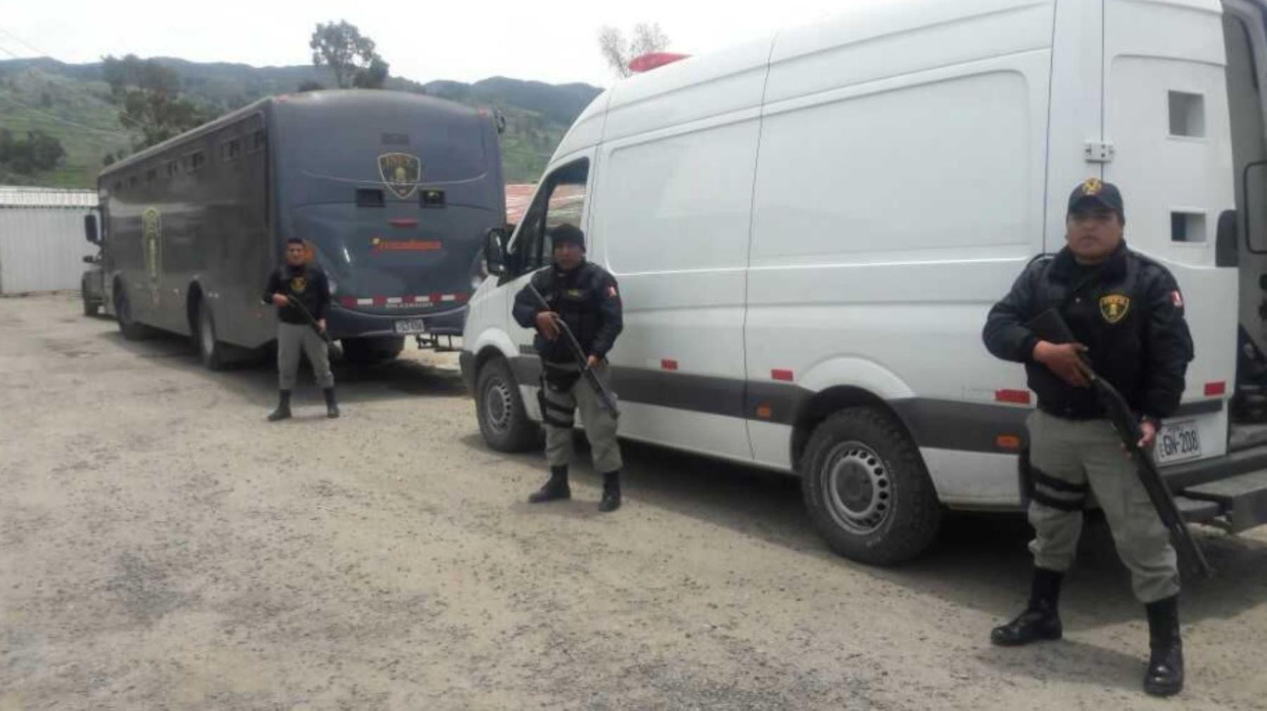 El Instituto Nacional Penitenciario (Inpe) trasladó, bajo estrictas medidas de seguridad, a 14 internos del penal de Cusco y otro de Abancay hacia establecimientos penitenciarios de mayor seguridad.