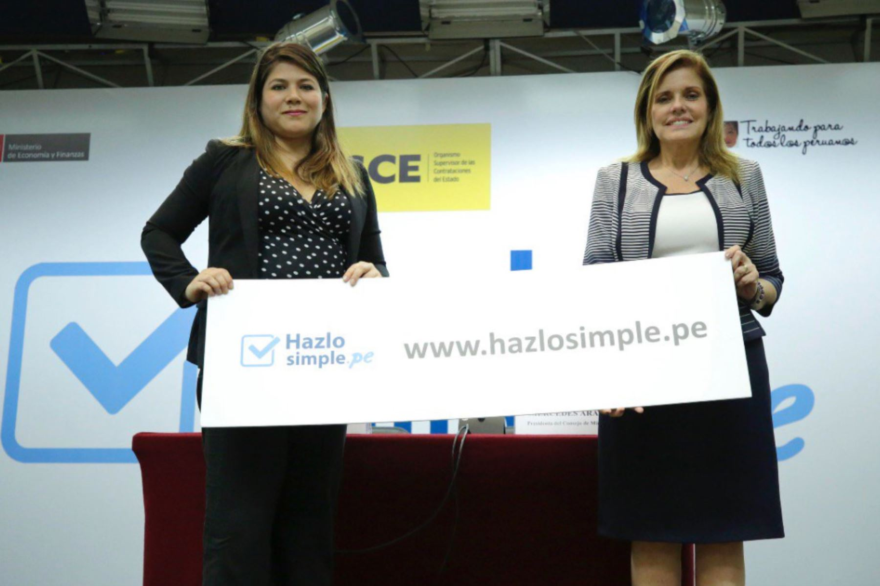 Mercedes Araoz Fernández y la presidenta del OSCE, Blythe Muro, presentan la página web Hazlosimple.pe.