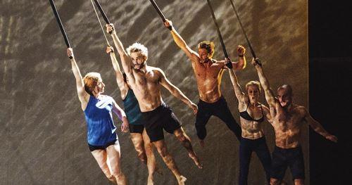 Escena del espectáculo circense francés Guerra