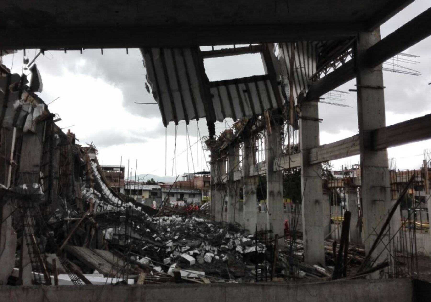 Techo colapsa y deja nueve heridos — Baños del Inca