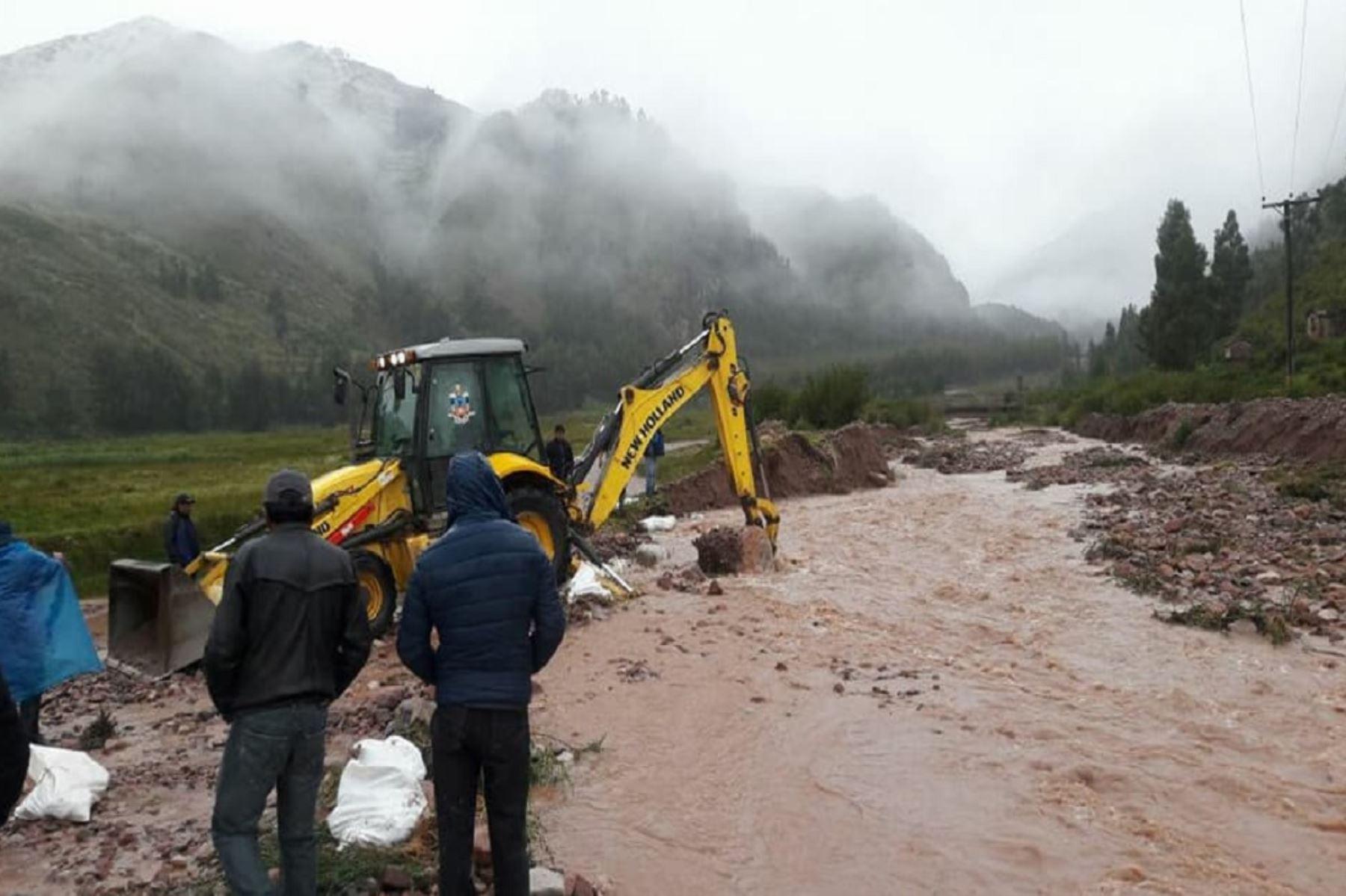 También hay una institución educativa afectada por el desborde del río  del citado río Ccanccahua.