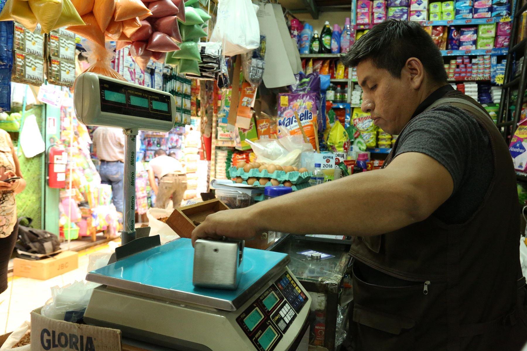 Personal de Inacal y municipal se acercó a mercados. Foto: Difusión