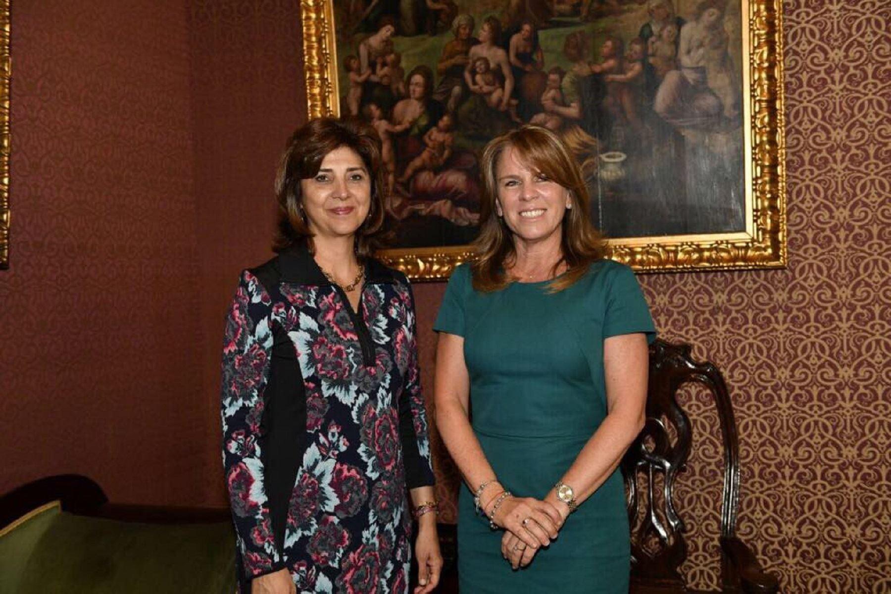 Canciller Cayetana Aljovín se reúne con su homóloga colombiana, María Ángela Holguín.