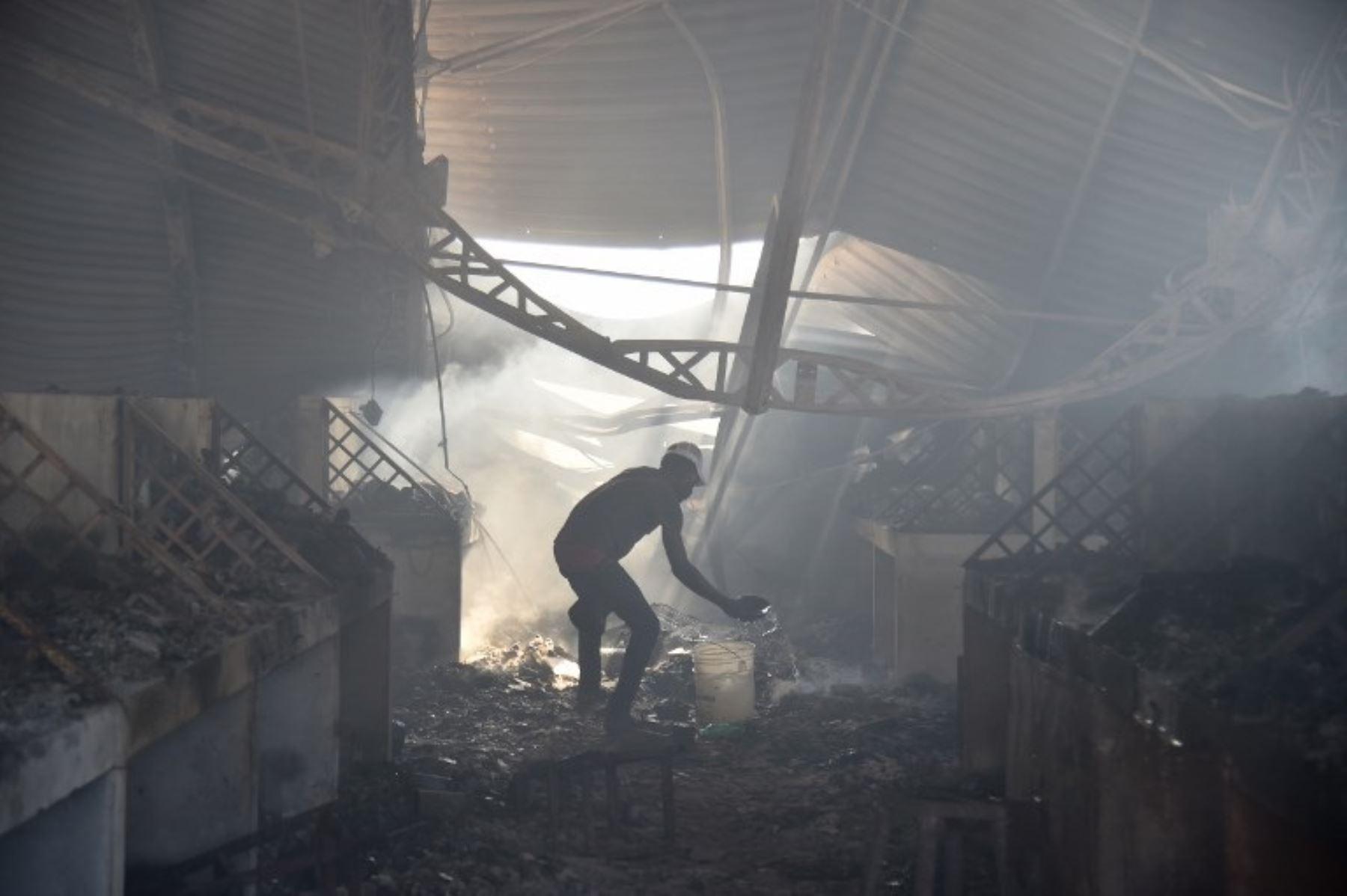 Incendio destruye mercado histórico en Puerto Príncipe. Foto  AFP