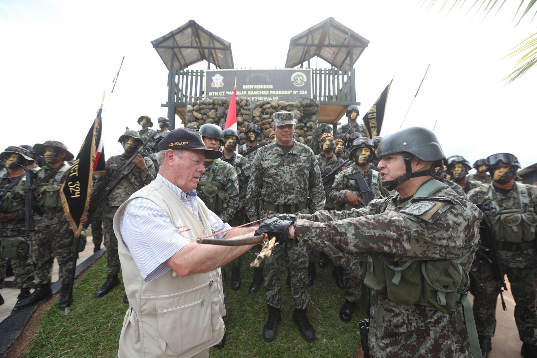 Ministro de Defensa, Jorge Kisic, visita bases militares del Vraem.