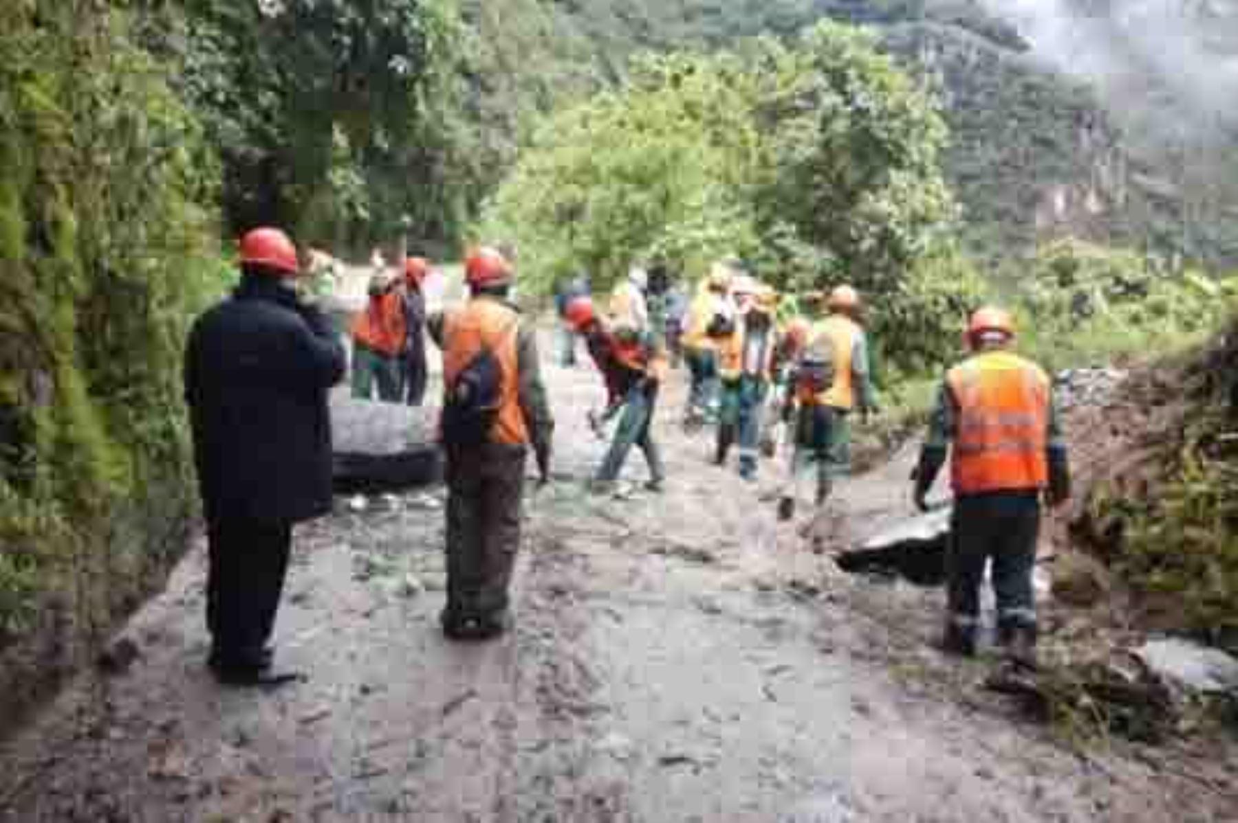El tránsito de buses turísticos se restableció en la carretera Hiram Bingham, que conduce a la ciudadela inca de Machu Picchu, luego que se removieran las tres gigantescas rocas que la obstruían, informó la Plataforma de Defensa Civil del distrito de Machu Picchu Pueblo. ANDINA/Difusión
