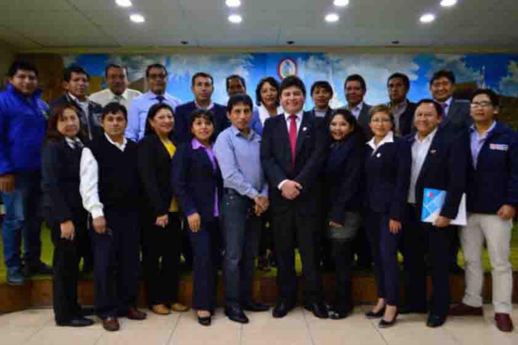 El Gobierno Regional de Ayacucho reconoció oficialmente al Comité Regional de Saneamiento, que estará encargado de la dirección, supervisión y evaluación de la elaboración del Plan Regional de Saneamiento, así como del seguimiento y evaluación de su cumplimiento.