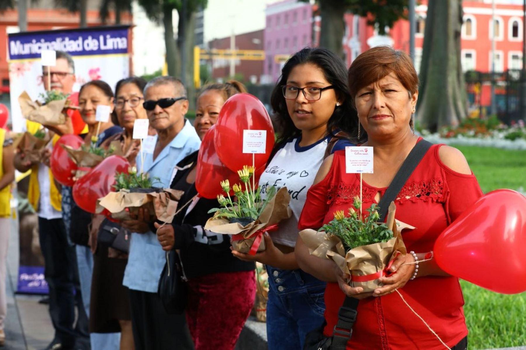 MML regaló más de 500 plantitas como símbolo de unión, dedicación y amor. Foto: Difusión.