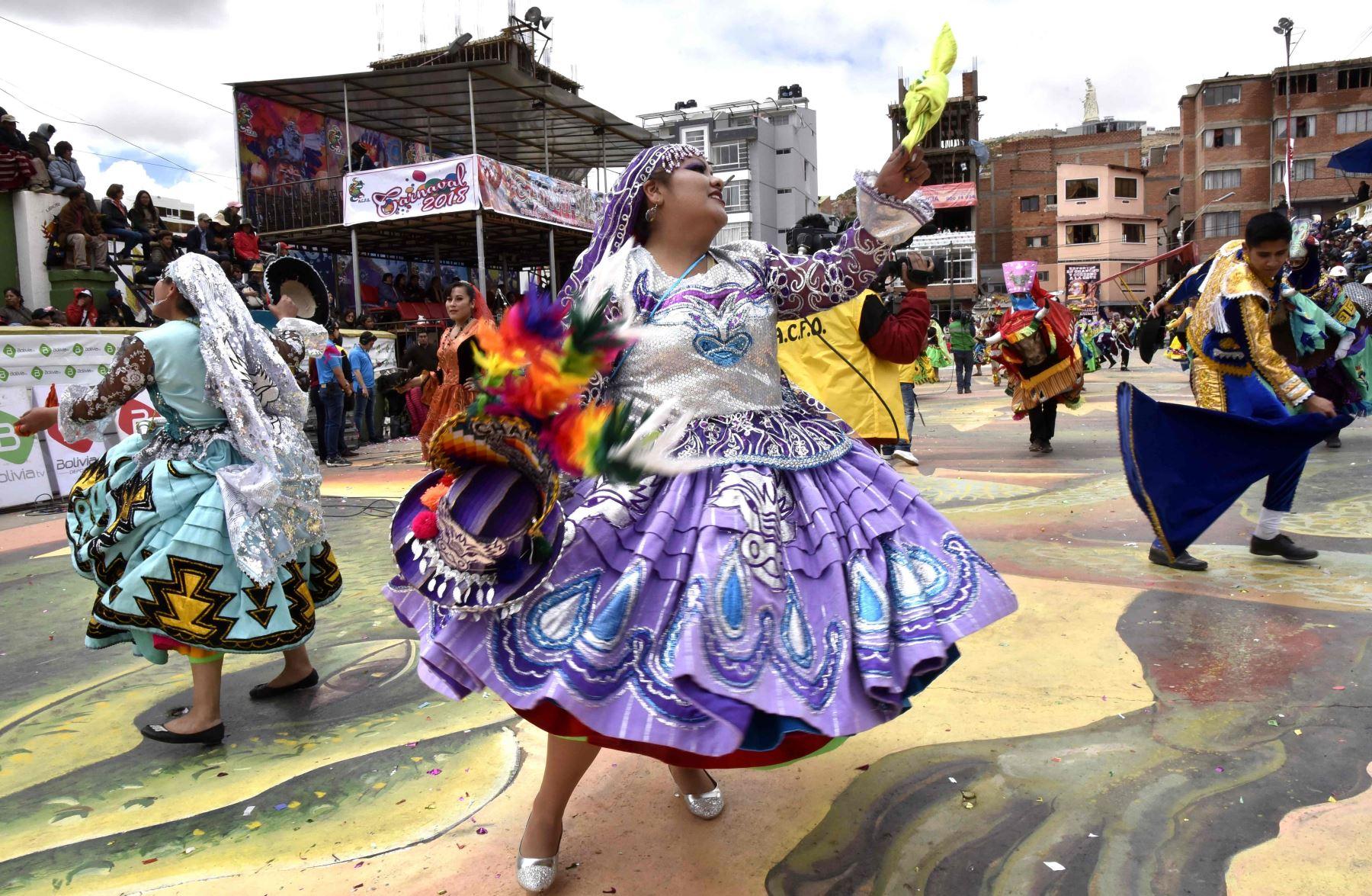 Explosiones sucedieron en el carnaval de Oruro. Foto: AFP