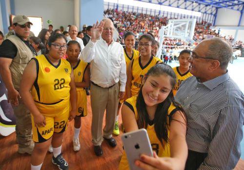Inauguración de la institución educativa Francisco de Zela en Tacna