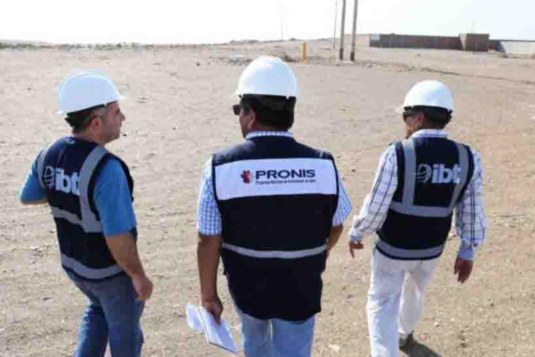 El representante del Programa Nacional de Inversión en Salud (Pronis) del Ministerio de Salud (Minsa), Jorge Salvador, entregó oficialmente el terreno a la empresa contratista que construirá el nuevo Hospital Pacasmayo, en la región La Libertad, con una inversión superior a 73 millones de soles.