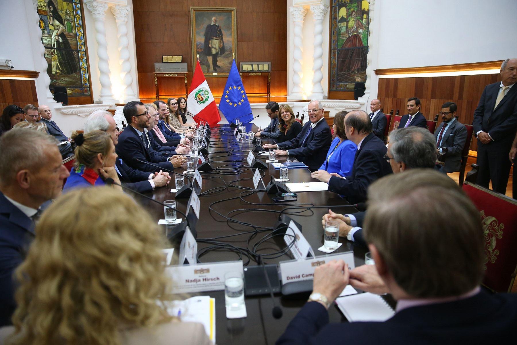 Presidente Pedro Pablo Kuczynski se reunió con miembros del Comité de Comercio Internacional del Parlamento Europeo.