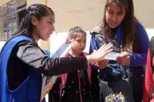La Defensoría del Pueblo recibió en lo que va del año 50 quejas por parte de padres y madres de familia de la ciudad de Cusco con respecto a la afectación del derecho a la gratuidad de la educación. Por este motivo, se han realizado supervisiones al proceso de matrícula a 18 instituciones educativas de las provincias de Cusco y La Convención.