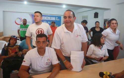 Venezolanos en Perú se manifiestan contra Nicolás Maduro.