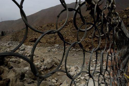 Limpian quebradas y colocan mallas de protección en Chosica. Foto: Andina/Difusión