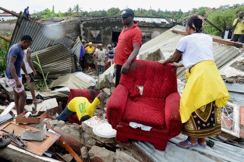 Al menos 12 muertos en el derrumbe de un desmonte de basura por las lluvias en Mozambique