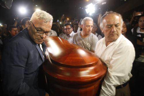 Restos de periodista Daniel Peredo son velados en capilla Virgen de Fátima
