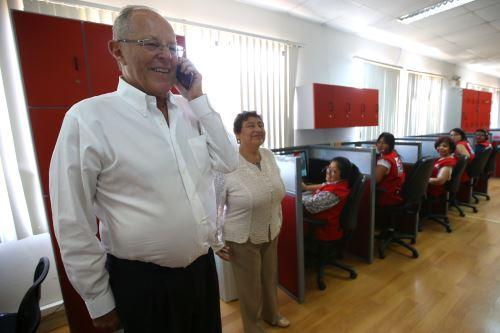 Presidente Kuczynski realiza visita inopinada a oficinas de la 'Línea 100' en Pueblo Libre.