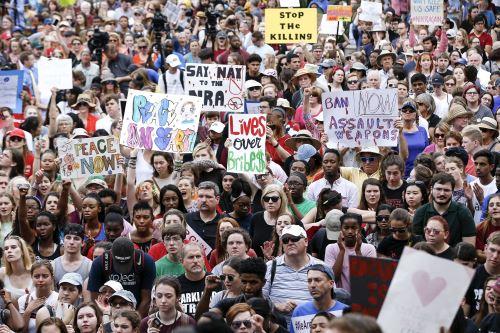 Marcha de estudiantes hacia el Senado de Florida. Foto: AFP.