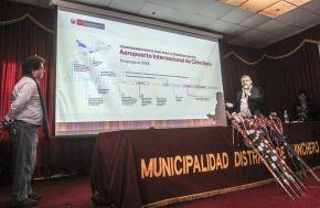 El próximo 15 de agosto comenzará a edificarse el moderno aeropuerto internacional de Chinchero, en la región Cusco, anunció el viceministro de Transportes del Ministerio de Transportes y Comunicaciones (MTC), Rafael Guarderas, al presentar hoy en esa ciudad el cronograma de tan importante construcción en el local municipal.