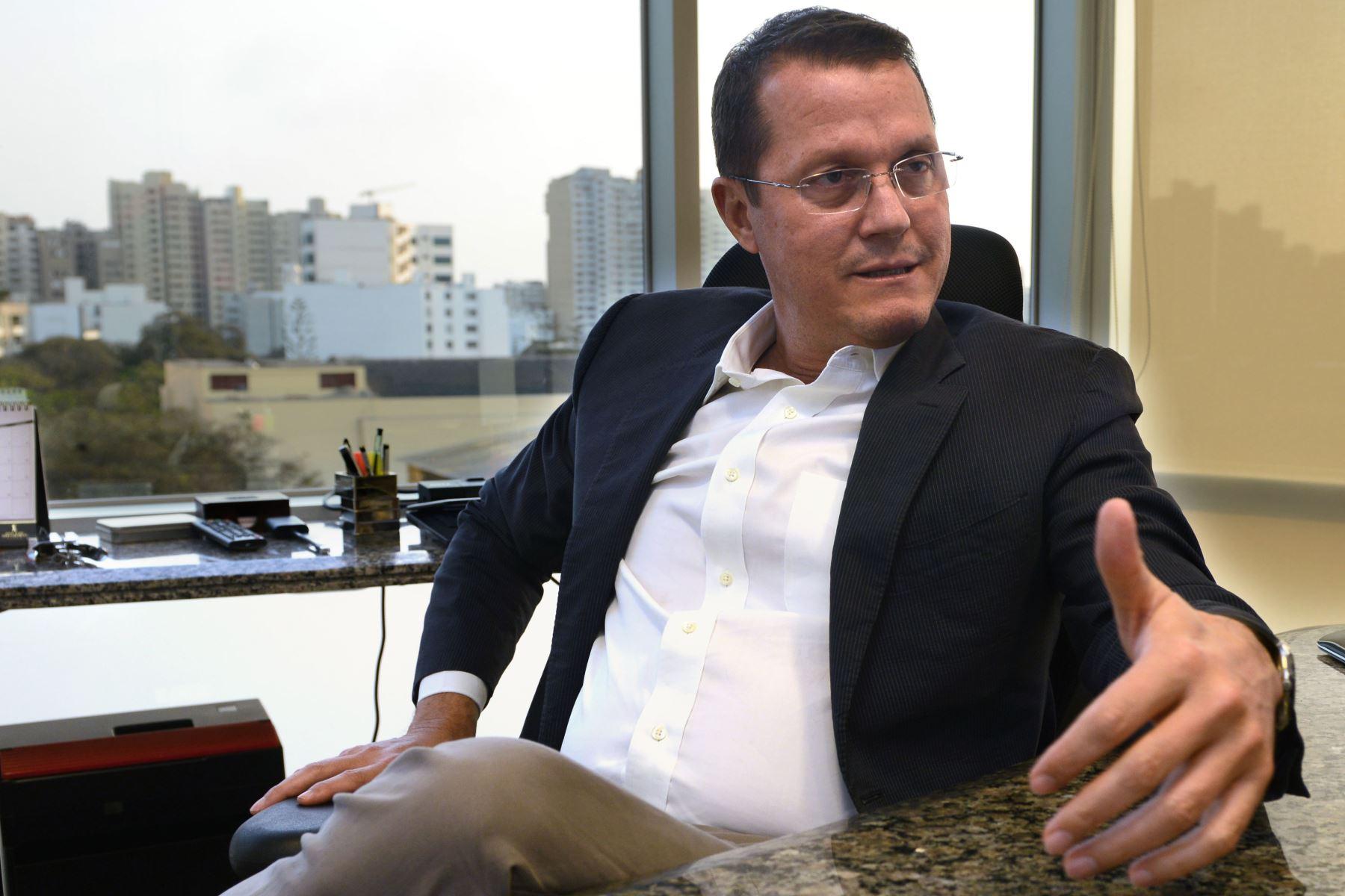 Jorge Barata, exrepresentante de Odebrecht en el Perú, confirmó que pagaron millonarios sobornos a Toledo a través de las empresas de Yosef Maiman, en ese entonces amigo personal del exmandatario, para ganar la buena pro de la carretera Interoceánica.