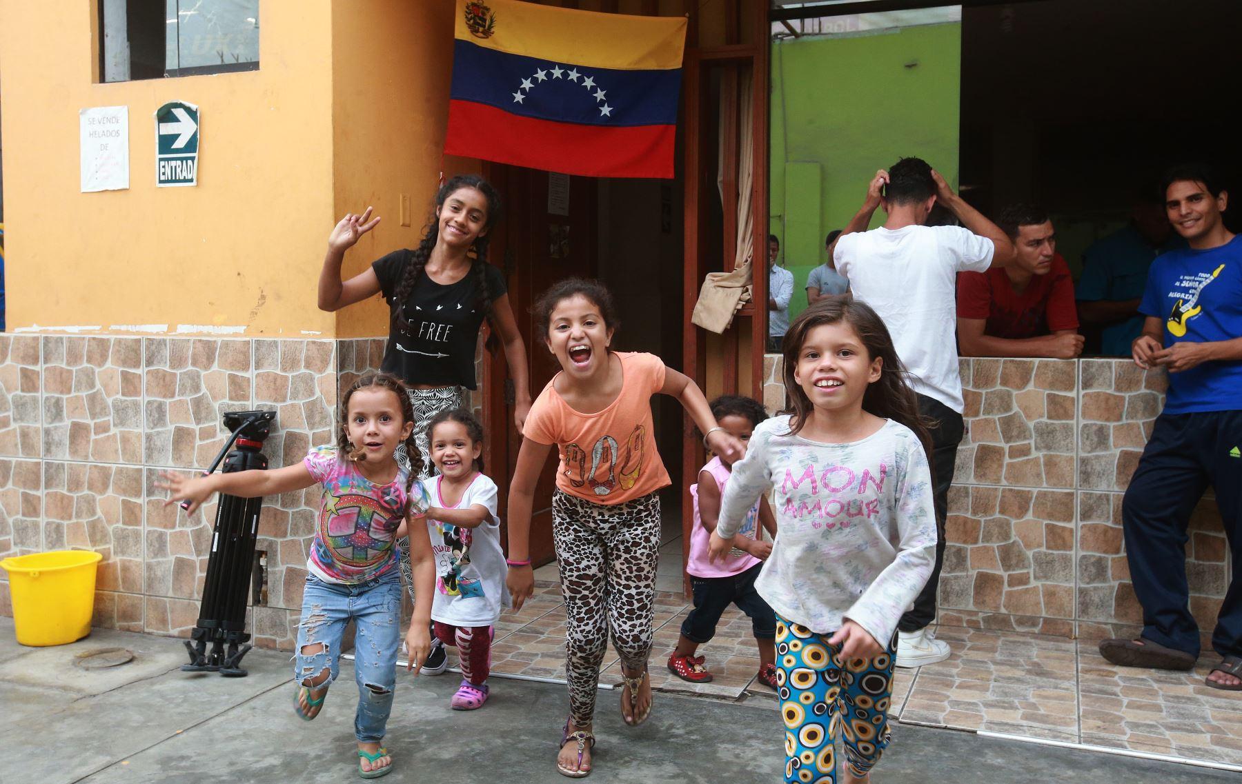 Muchos niños venezolanos llegaron con sus padres. Se estima que hay 1,200 menores de esa nacionalidad en el país. Foto.ANDINA/Jhony Laurente