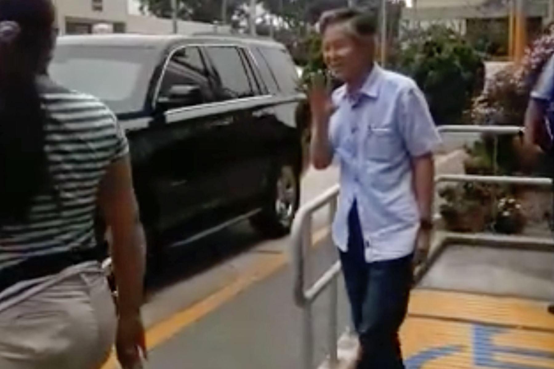 Alberto Fujimori fue internado en cuidados intermedios de la Clínica Centenario