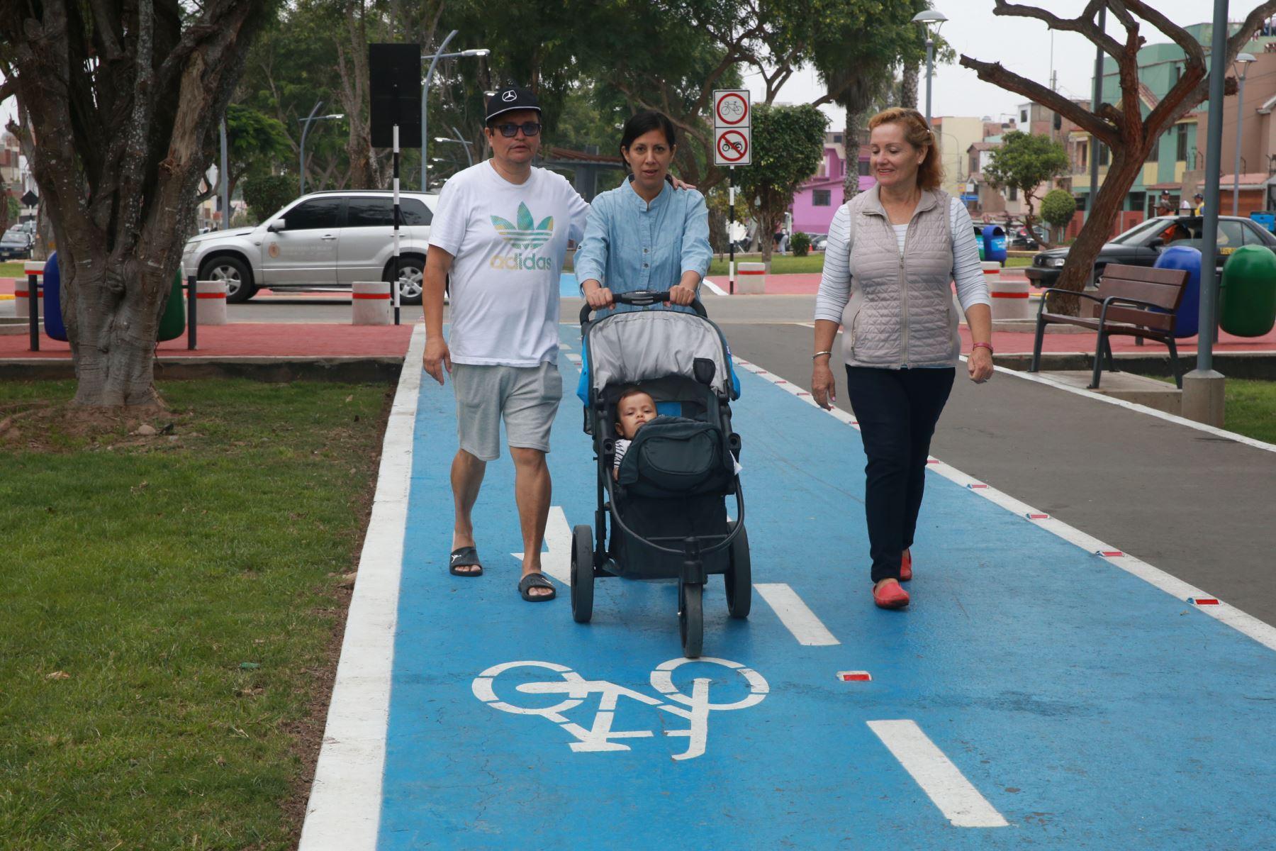 Son 3 kilómetros de bulevar, con una ciclovía, juegos infantiles, gimnasio al aire libre, fuentes de agua, iluminación led. Foto: ANDINA/Norman Córdova