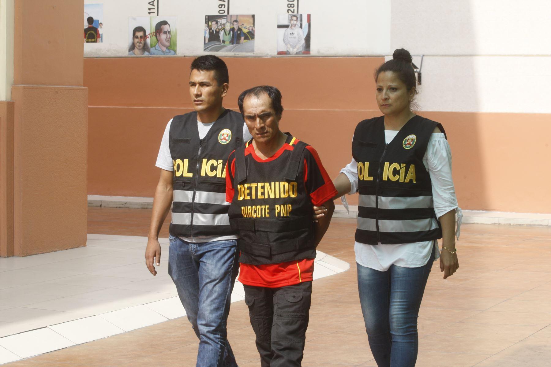 """Procesado por terrorismo y miembro de Sendero Luminoso,Justo Flores Poma """"Tío Julio """"es presentado en la Dincote. Foto: ANDINA/Eddy Ramos."""