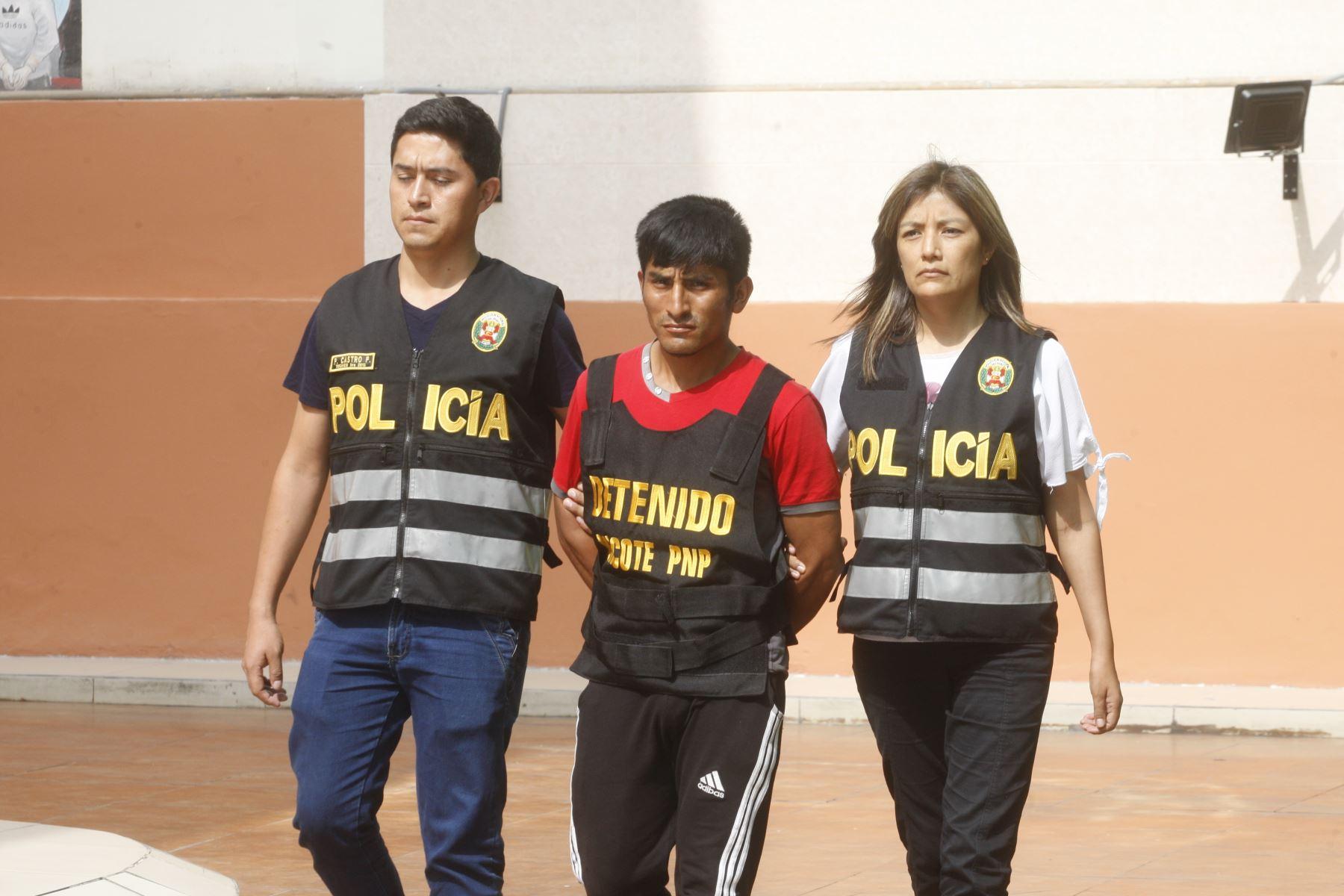 """Procesado por terrorismo y miembro de Sendero Luminoso,Angel Gabriel Flores Segura""""Angel""""es presentado en la Dincote. Foto: ANDINA/Eddy Ramos."""