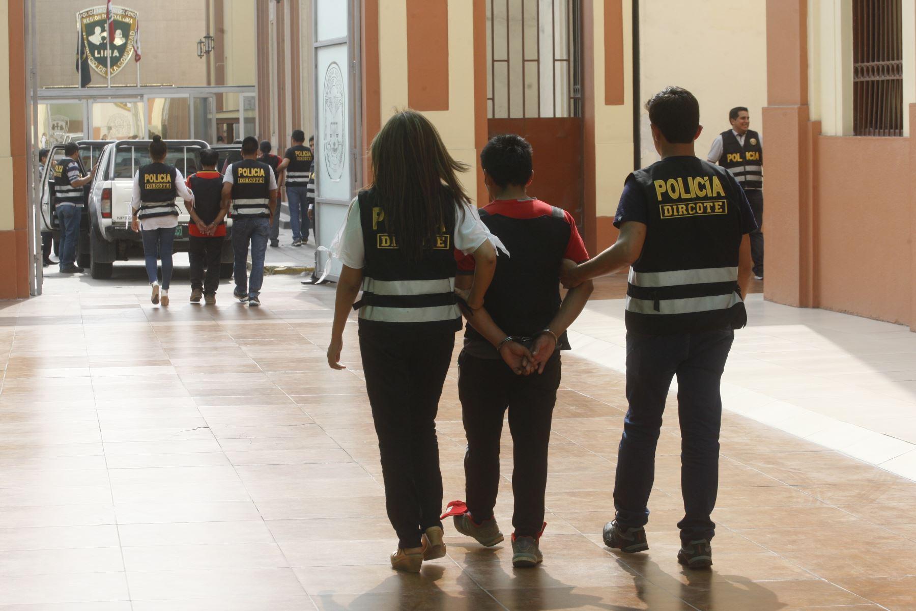 General PNP, José Baella Malca, director de la Dincote, presenta 3 procesados por terrorismo y miembros de Sendero Luminoso provenientes de Huancavelica y Junín. Foto: ANDINA/Eddy Ramos.
