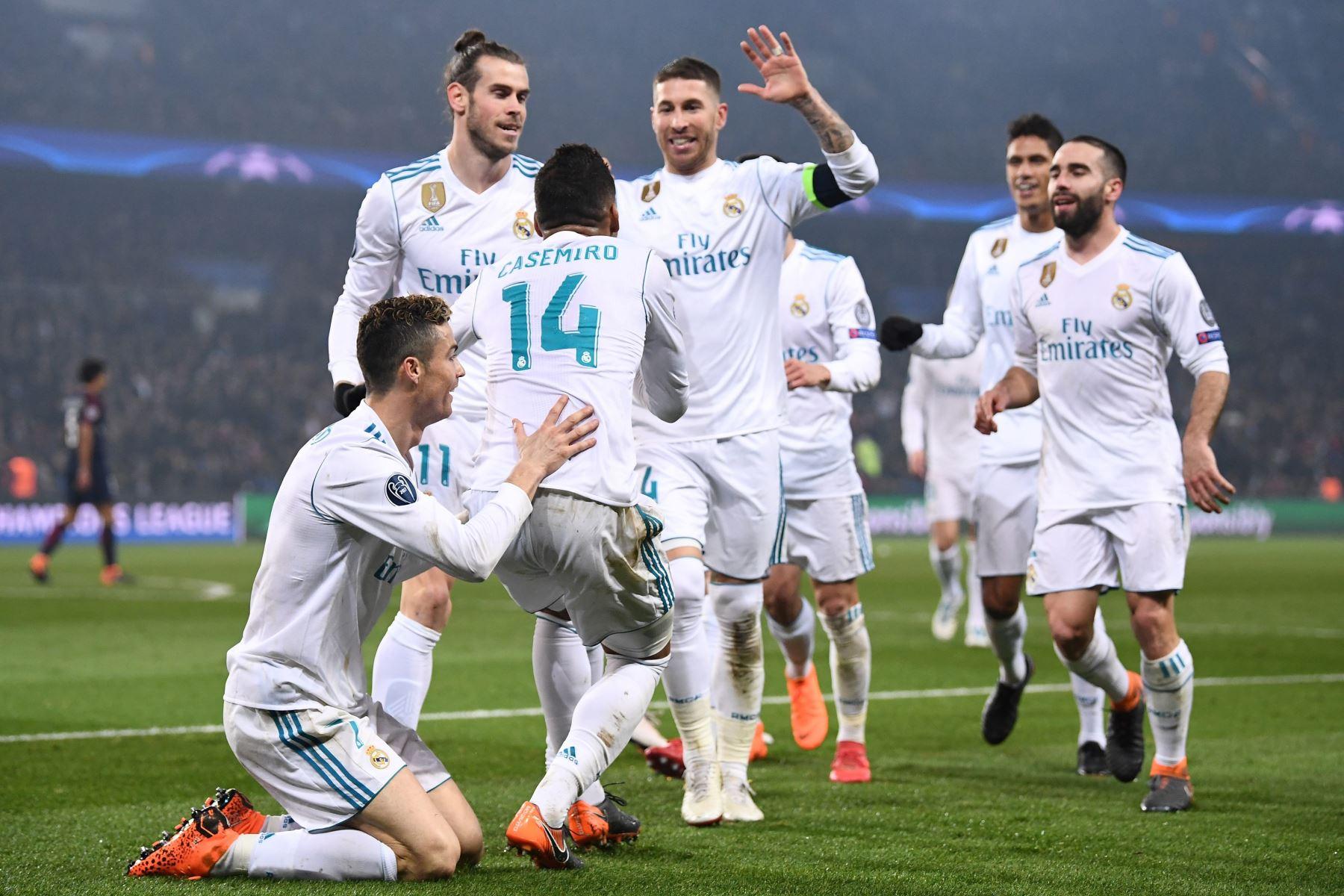Real Madrid celebra el triunfo de  2 a 1 al  Paris Saint-Germain , en la ronda de octavos de final de la UEFA Champions League.Foto:AFP