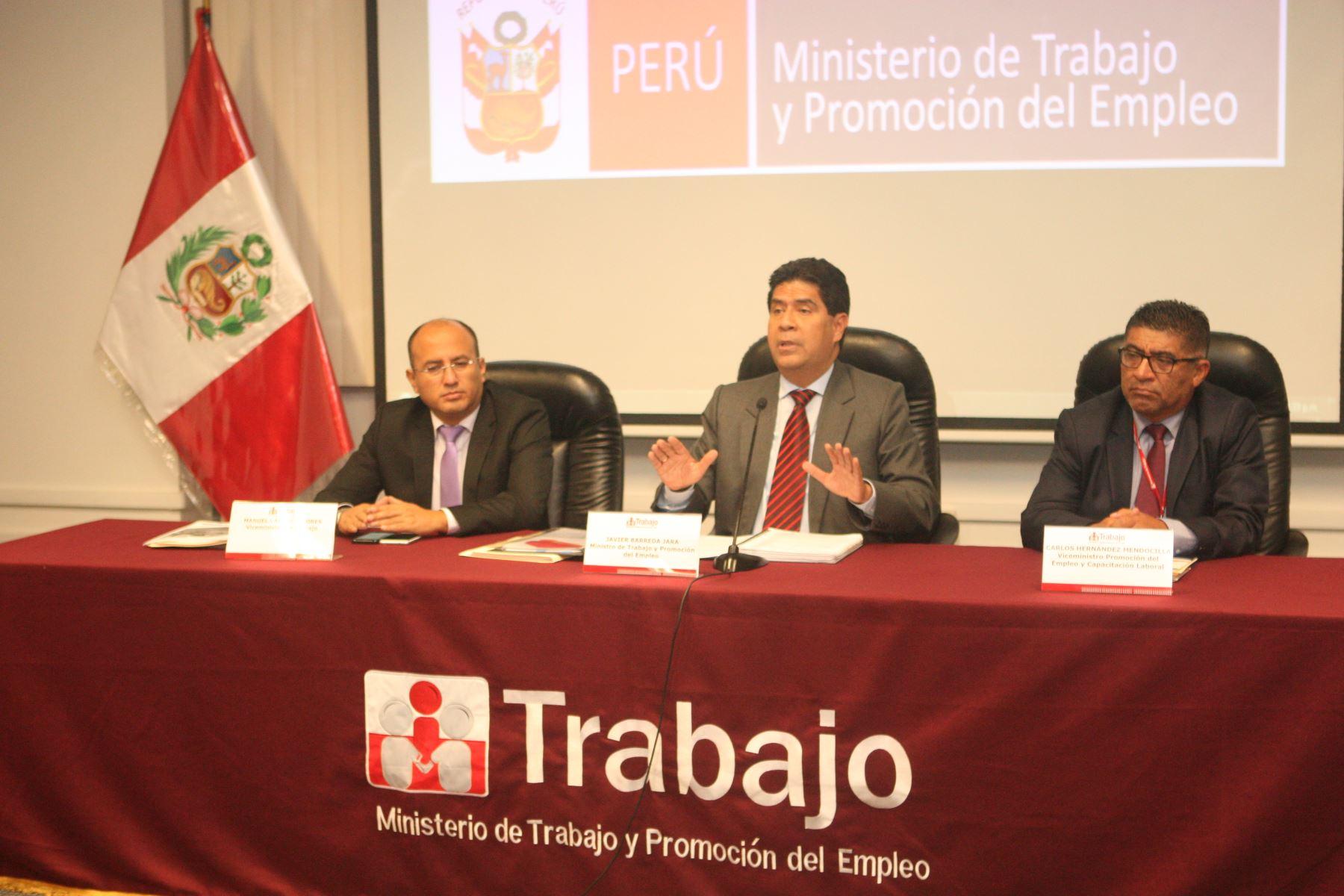 Ministerio de Trabajo espera lograr consenso para subir el sueldo mínimo