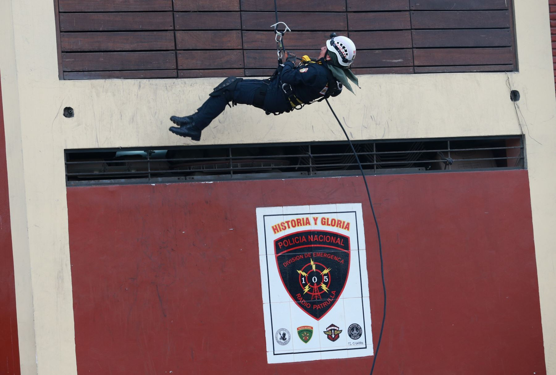 Personal femenino de la Policía hizo demostración en víspera del Día Internacional de la Mujer. Foto: ANDINA/Norman Córdova