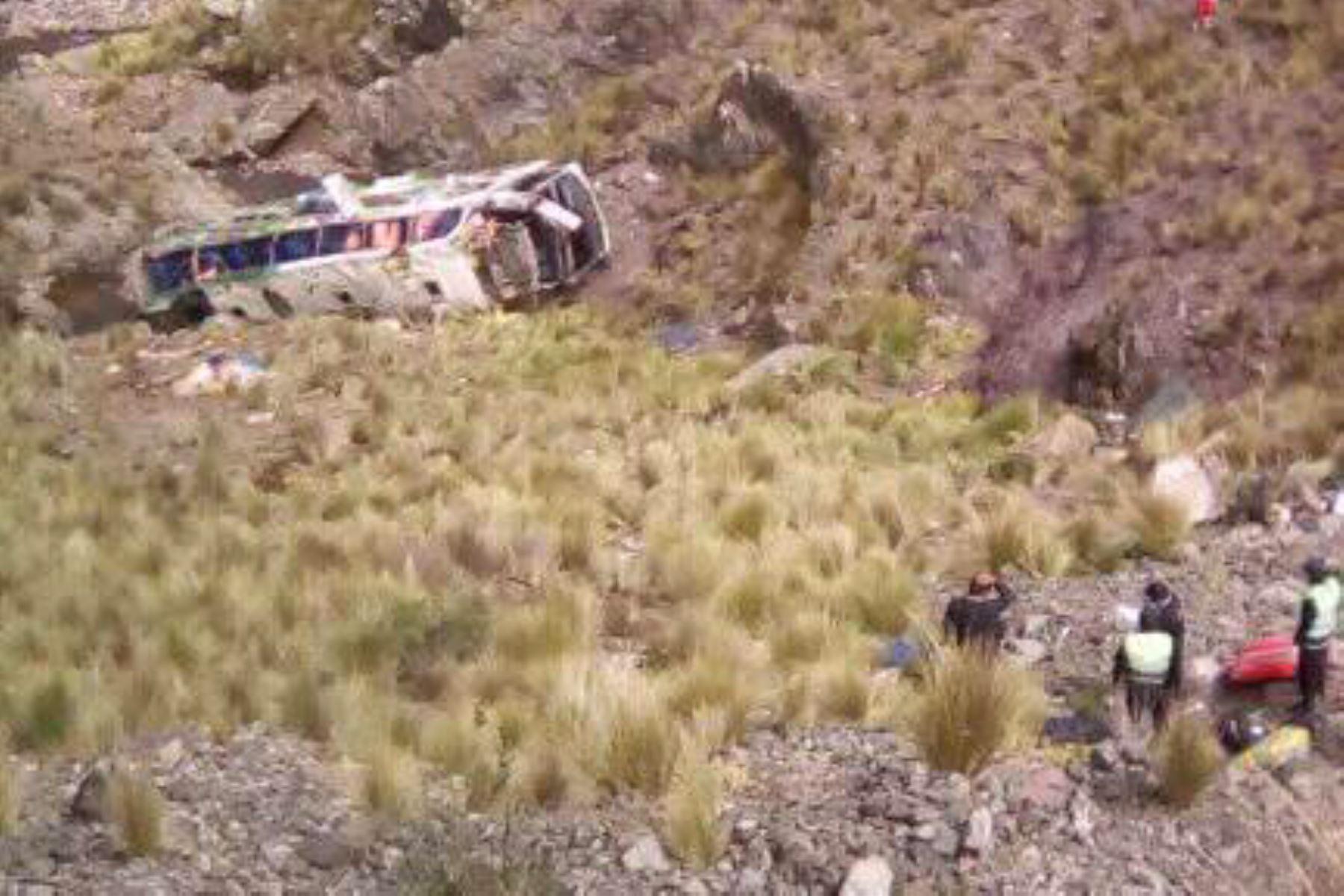 Siete víctimas fatales y 40 heridos dejó accidente de bus en Perú