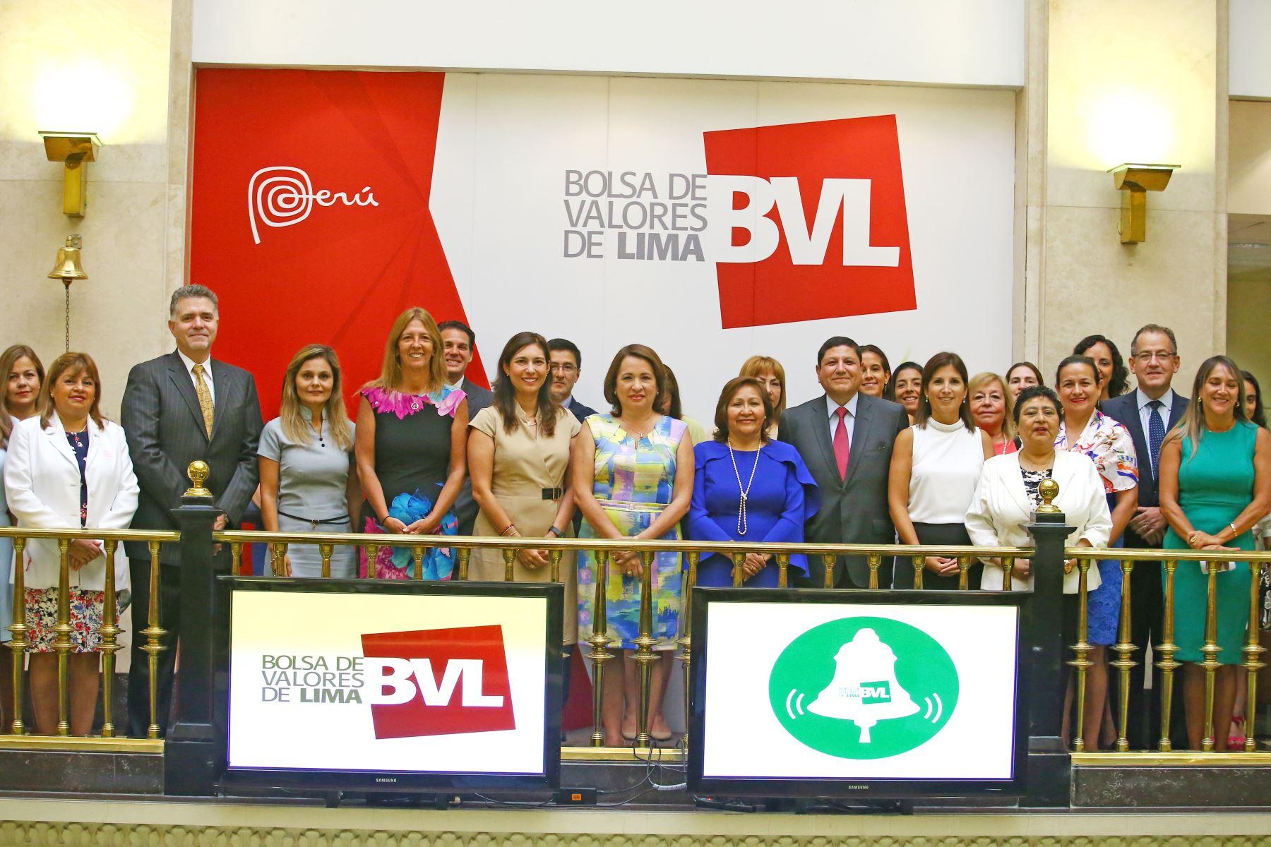 Campanazo en la BVL por la igualdad de género. ANDINA/Melina Mejía