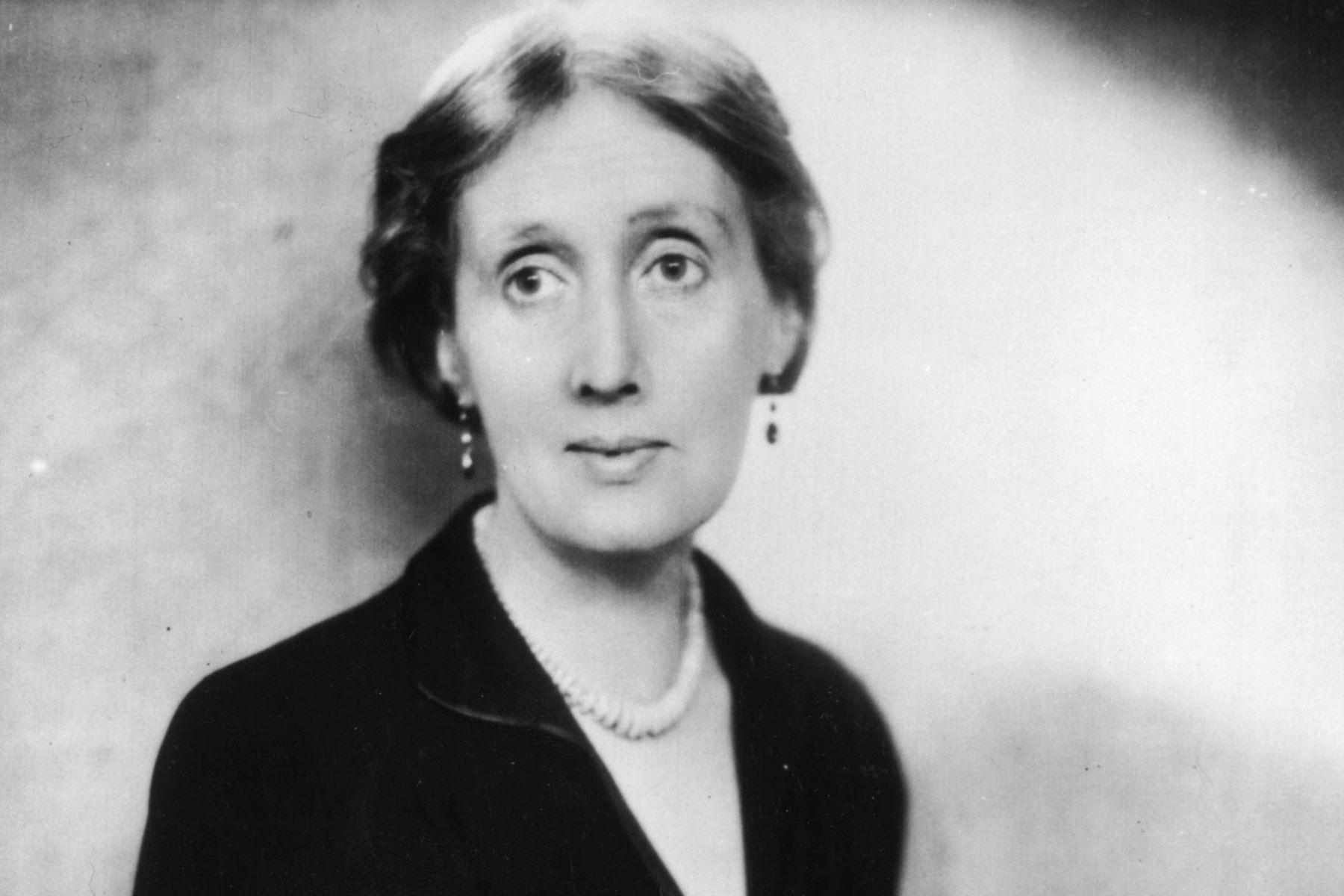 """Virginia Woolf (Escritora). """"No deseo que las mujeres tengan poder sobre los hombres, sino sobre ellas mismas"""". Foto: De la redacción de razacero."""