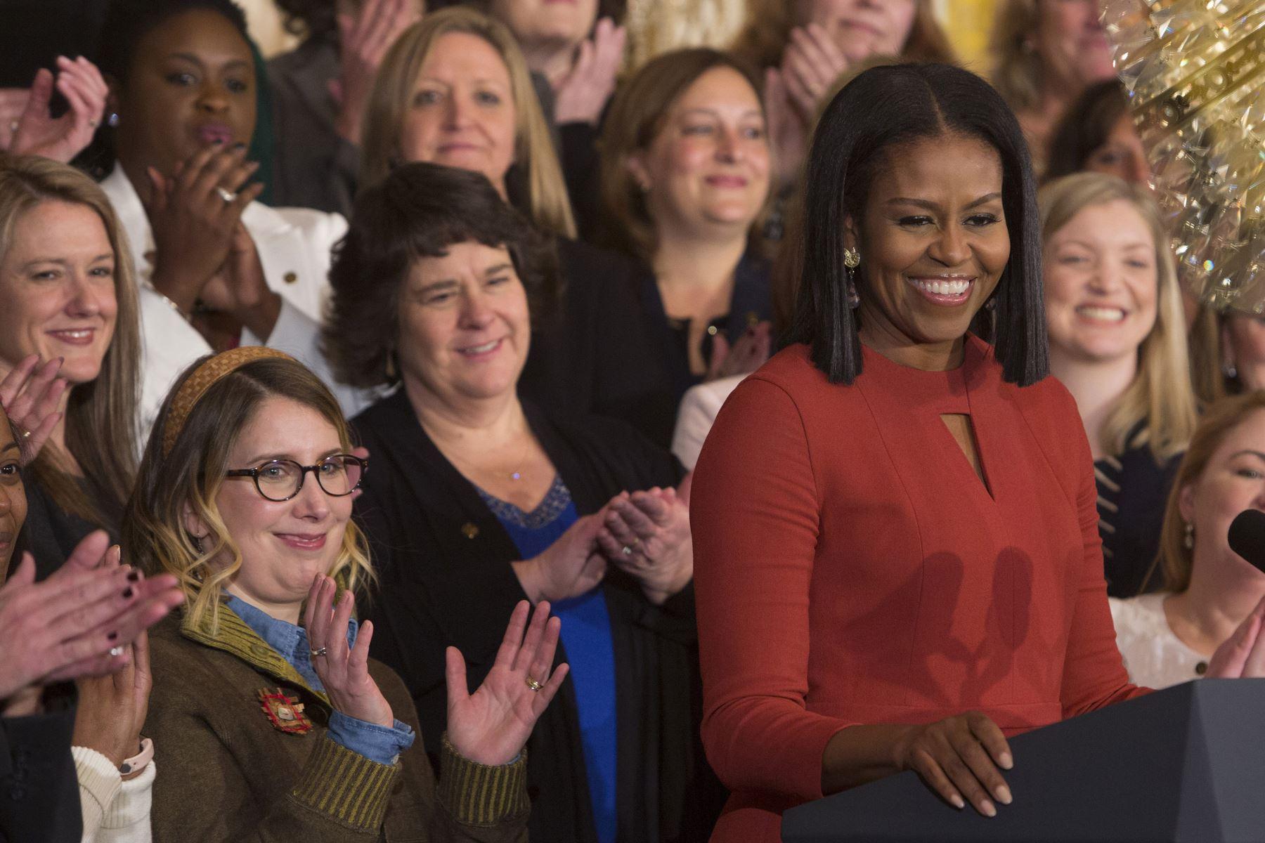 """Michelle Obama (Ex primera dama estadounidense) """"Lo más tiste que una mujer puede hacer es perder su dignidad para gustarle a un hombre"""". Foto: AFP"""