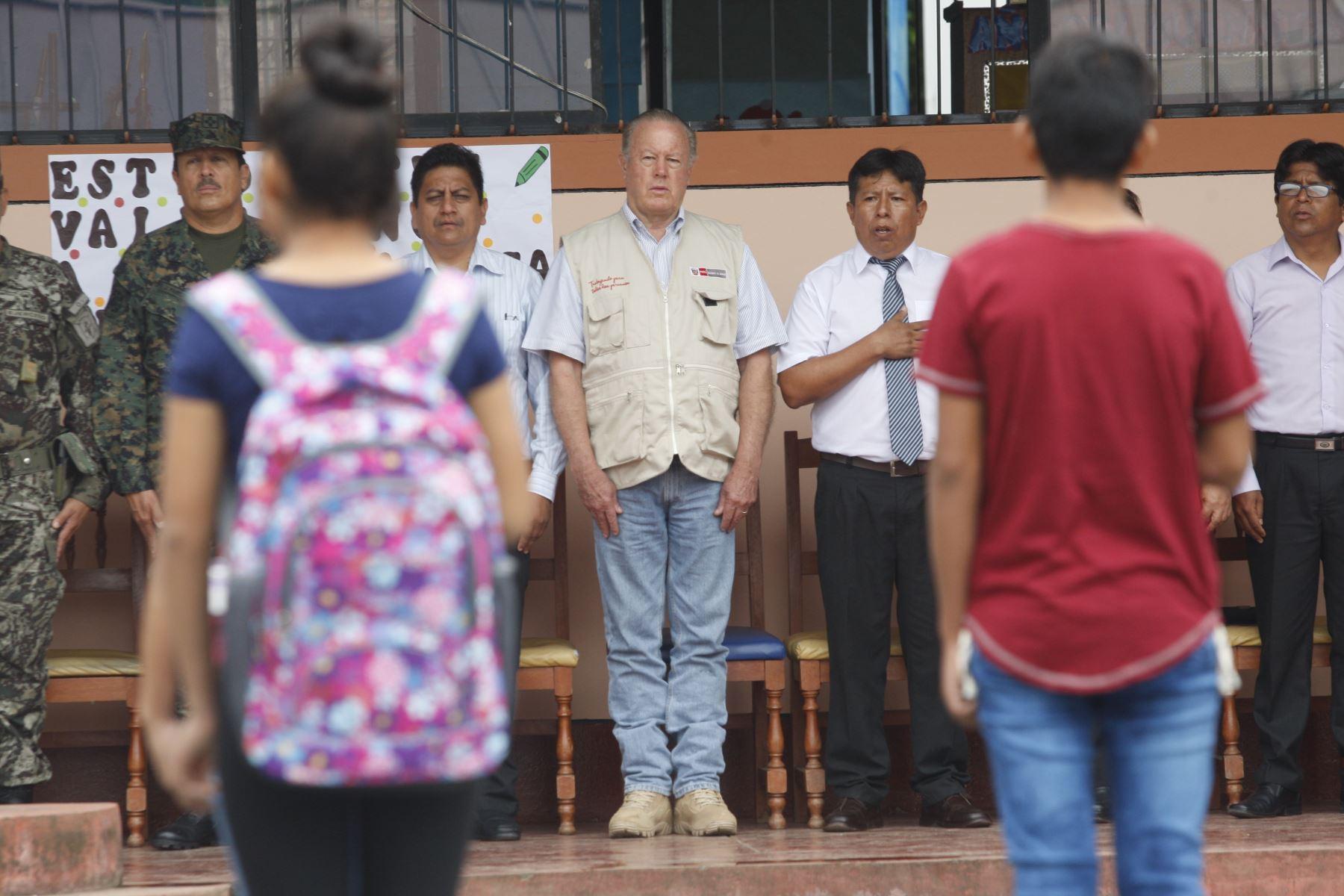 El ministro de Defensa Jorge Kisic, da inicio al buen año escolar 2018 en la institución educativa Cesar Vallejo en la Convencion - Cusco, zona del VRAEM . Foto: ANDINA/Eddy Ramos