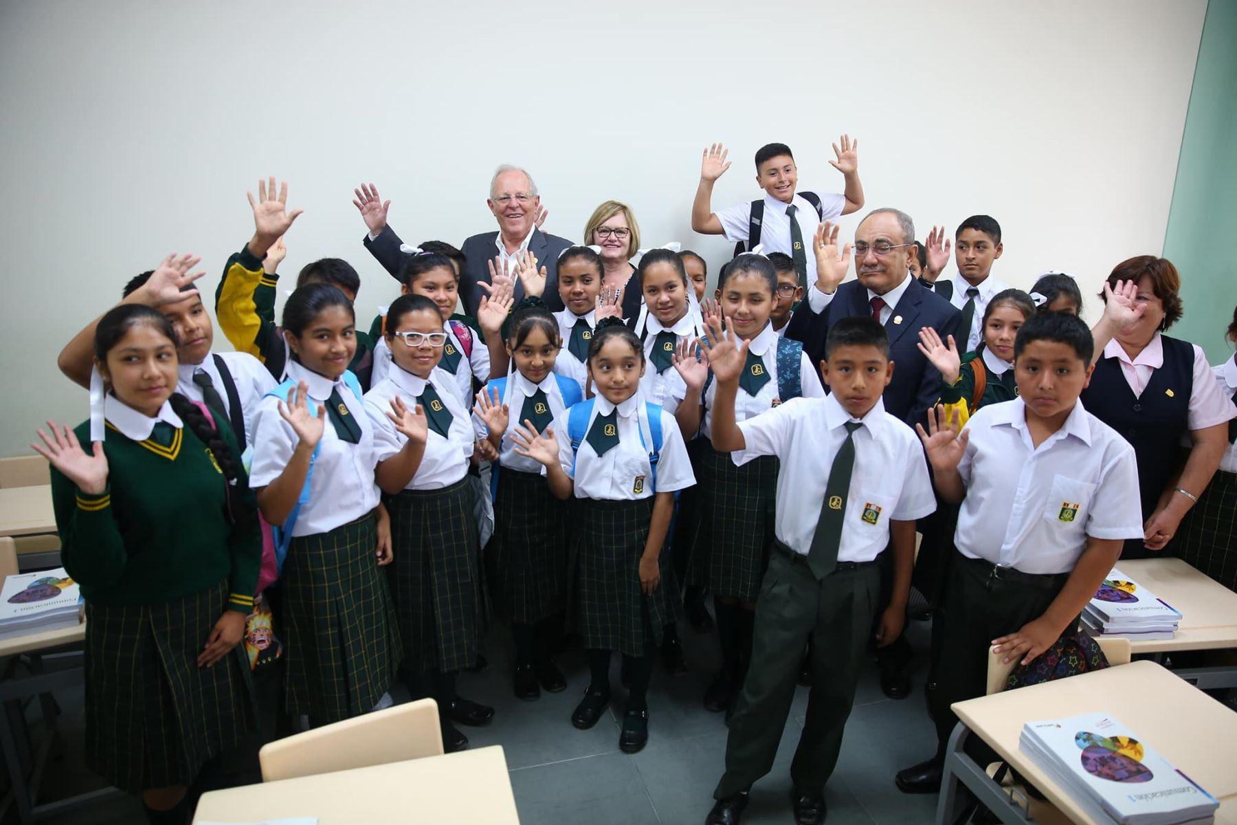 El presidente Kuczynski inauguró el año escolar con discurso a la niñez