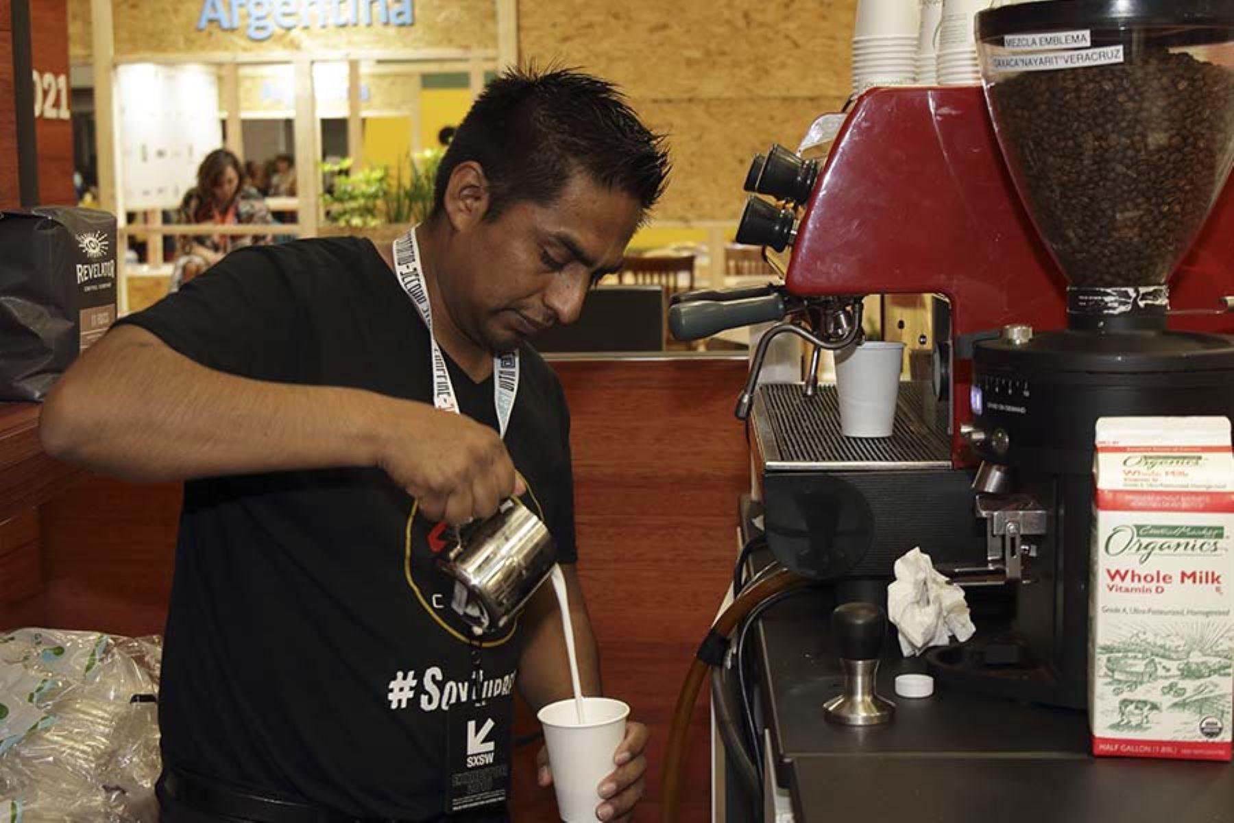 El café que se sirve en el stand de la Marca Perú en el SXSW fue consumido por más de 600 personas en solo las primeras horas del día 1 del Trade Show.  Foto: Promperú