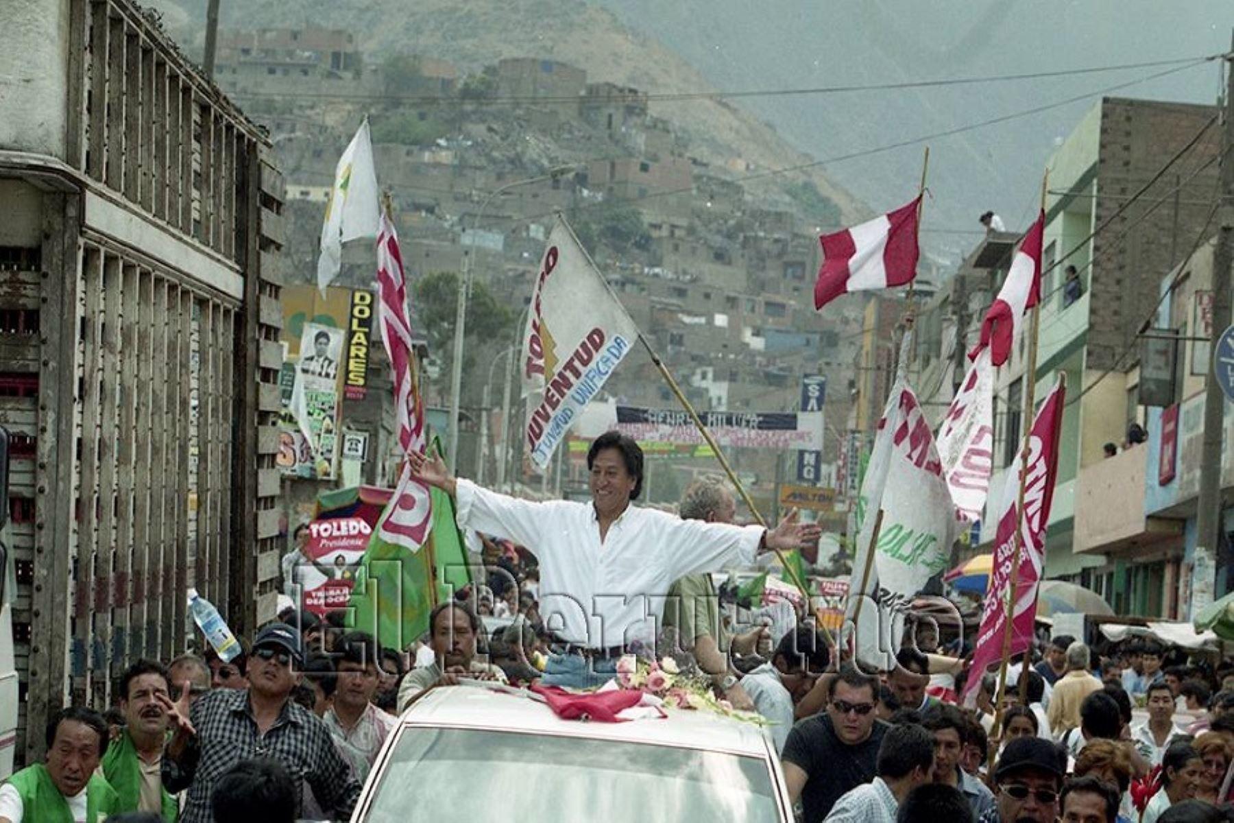 Alejandro Toledo cobró protagonismo político el año 2000 cuando disputó la Presidencia de la República al entonces gobernante Alberto Fujimori. Se erigió como el candidato de la oposición al régimen autoritario. Foto: ANDINA