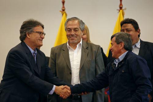 Gustavo Bell, el embajador Meriguet y Beltrán. Foto: AFP