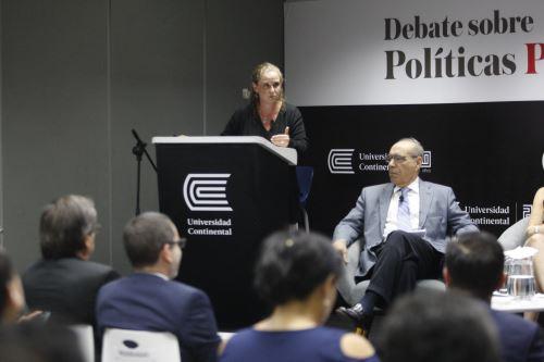 """Conferencia: """"Asegurando el crecimiento económico en medio de la turbulencia política"""""""